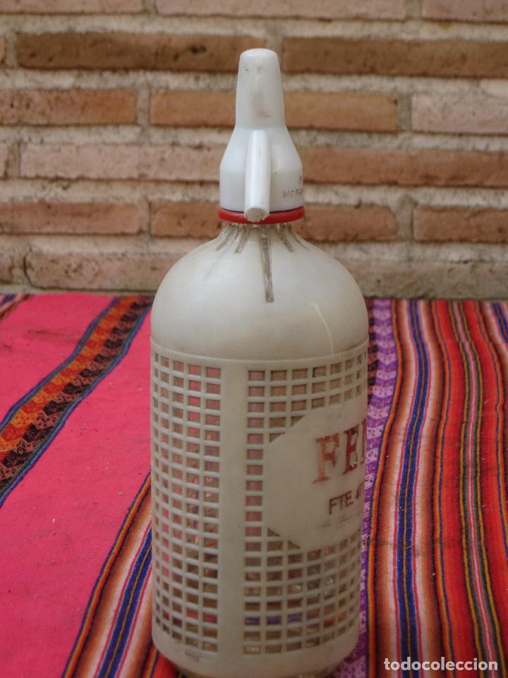 Botellas antiguas: SIFON ANTIGUO MARCA FEMER - PROTECCION PLASTICA. MORA DE TOLEDO. - Foto 2 - 121342431