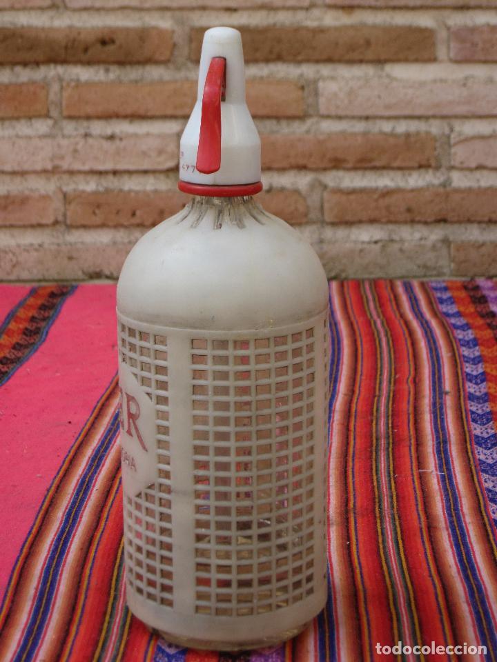 Botellas antiguas: SIFON ANTIGUO MARCA FEMER - PROTECCION PLASTICA. MORA DE TOLEDO. - Foto 3 - 121342431