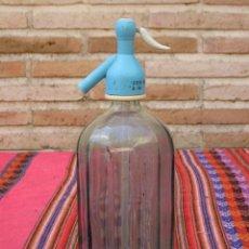Botellas antiguas: SIFON ANTIGUO EN CRISTAL GRUESO VERDE Y LISTADO A RAYAS.SIN MARCA.. Lote 121343207