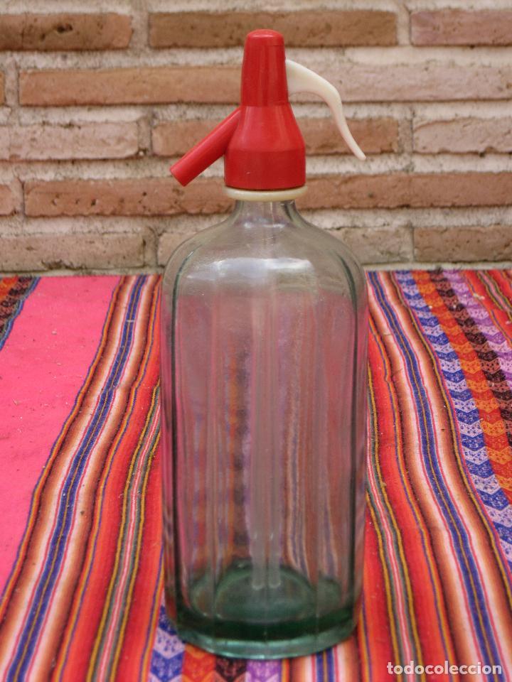 SIFON ANTIGUO EN CRISTAL MUY GRUESO - LISTADO Y TONO VERDE. (Coleccionismo - Botellas y Bebidas - Botellas Antiguas)