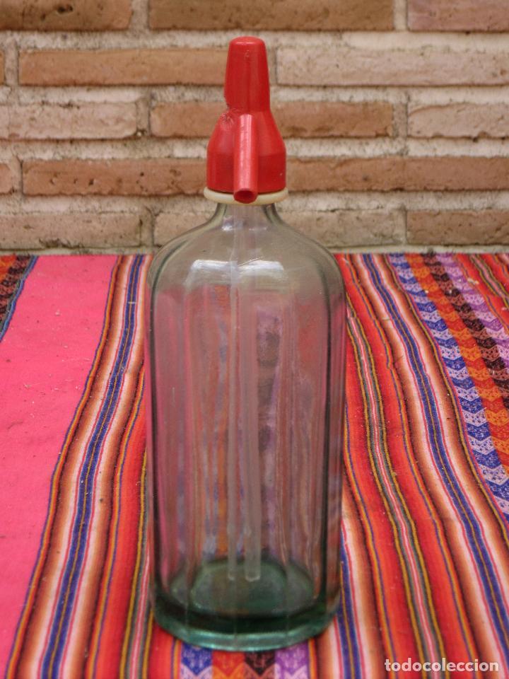 Botellas antiguas: SIFON ANTIGUO EN CRISTAL MUY GRUESO - LISTADO Y TONO VERDE. - Foto 2 - 122588919