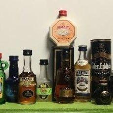 Botellas antiguas: LOTE DE 22 BOTELLAS DE LICORES, WHISKY, ETC, EN MINIATURAS, DE COLECCION. Lote 124613323