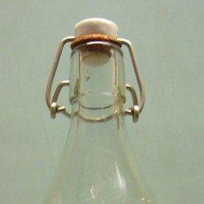 Botellas antiguas: BOTELLA DE GASEOSA LA ADELINA, 1/2 LITRO. Lote 125163459