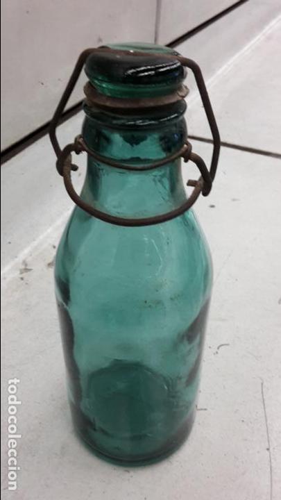 ANTIGUA BOTELLA CON TAPÓN DE CRISTAL (Coleccionismo - Botellas y Bebidas - Botellas Antiguas)