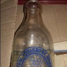 Botellas antiguas: BOTELLA DE LECHE CELGAN PINTADA Y RELIEVE PARTE TRASERA,ESTA VACIA ,AÑOS 60. Lote 127472007