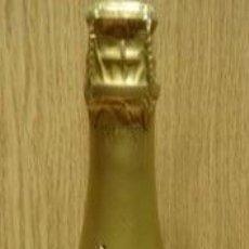 Botellas antiguas: CURIOSA BOTELLA - TAPS AL MARC DE CAVA - VACÍA - DE XOCOLATA SIMÓN COLL - SANT SADURNI D'ANOIA.. Lote 51183220