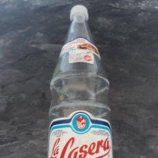 Botellas antiguas: BOTELLA GASEOSA LA CASERA ANTIGUA. Lote 128268586