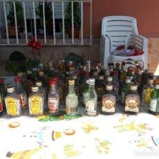 Botellas antiguas: 80 BOTELLITAS DE LICORES CON CONTENIDO. Lote 128360839