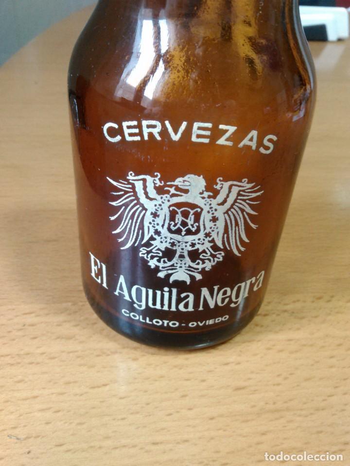 Botellas antiguas: lote de 5 botellines cerveza EL AGUILA NEGRA - Foto 2 - 130444494