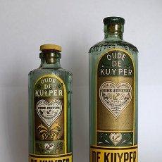 Botellas antiguas: GINEBRA HOLANDESA DE KUYPER - DOS ANTIGUAS BOTELLAS MINIATURA VACÍAS - CA 1950. Lote 131128492