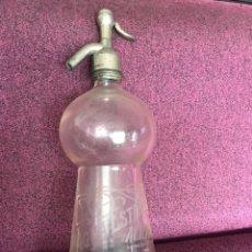 Botellas antiguas: SIFÓN MODELO ROMA DE VAZQUEZ DE SAZ LEYENDA AGUA ESTERILIZADA ALICANTE (GRABADO AL ÁCIDO) 100 AÑOS. Lote 131272708