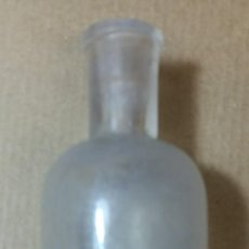 Botellas antiguas: ANTIGUA BOTELLA FRASCO. EAU DENTIFRICE DU DOCTEUR PIERRE. PARIS. ALTURA 10,5 CM.. Lote 133263770