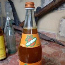 Botellas antiguas: ANTIGUA BOTELLA ETIQUETA REFRESCO GASEOSA PEPSI COLA MIRINDA NARANJA TAPON ROSCA METALICO LLENA. Lote 134873154