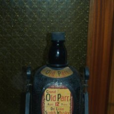 Botellas antiguas: GRAND OLD PARR DE LUXE CON SOPORTE BASCULANTE. Lote 137698002