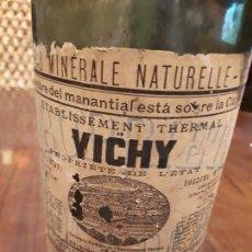 Botellas antiguas: ANTIGUA BOTELLA AGUA MINERAL VICHY. HOPITAL. EAU MINERALE NATURELLE. 10 JUIN 1853. ETIQUETA PAPEL. Lote 139680810