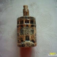 Botellas antiguas: BOTELLA DE CERÁMICA PARA ANÍS TORRE DEL ORO, CAZALLA. A. VENEGAS. 10 X 5 CM. . Lote 139898774