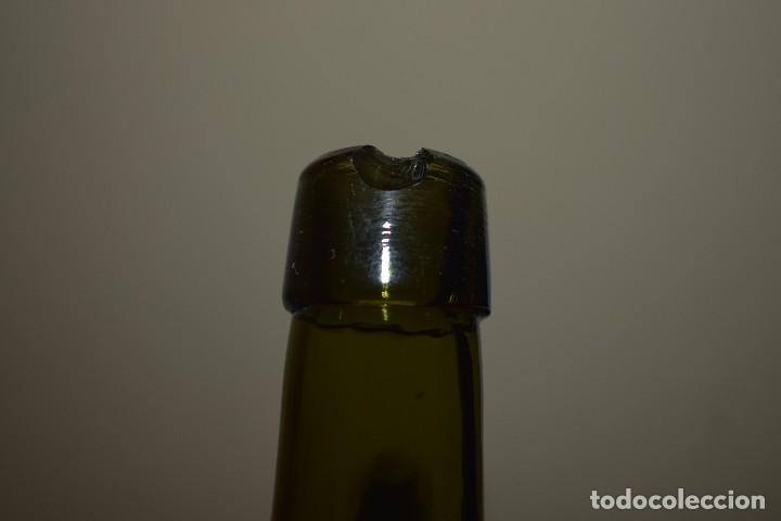 Botellas antiguas: antigua botella de agua cabreiroa, tamaño raro de medio litro, letras relieve - Foto 5 - 142933249