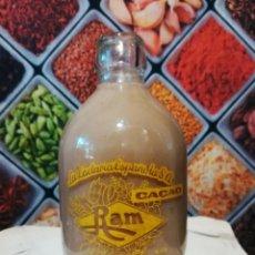 Botellas antiguas: BOTELLA DE 250CC DE BATIDO DE CACAO RAM SERIGRAFIADA. Lote 143083702