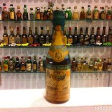 Botellas antiguas: BOTELLÍN. PONCHE ESPAÑOL. RUÍZ Y Cª. JEREZ. CONTIENE LÍQUIDO. Lote 143272154