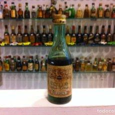 Botellas antiguas: BOTELLÍN. BRANDY VIEJO. FERNANDO TERRY. PUERTO STA. MARÍA. CONTIENE LÍQUIDO. Lote 143272946