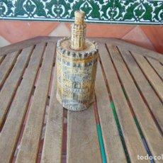 Botellas antiguas: BOTELLA EN CERAMICA ANIS TORRE DEL ORO JOSE CALVO CAZALLA DE LA SIERRA SEVILLA VACIA. Lote 145362690