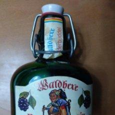 Botellas antiguas: BOTELLA LLENA BROMBEERWEIN F.W. SCHEIDER & CO. WALDBEXE 0,25 L. Lote 145979562