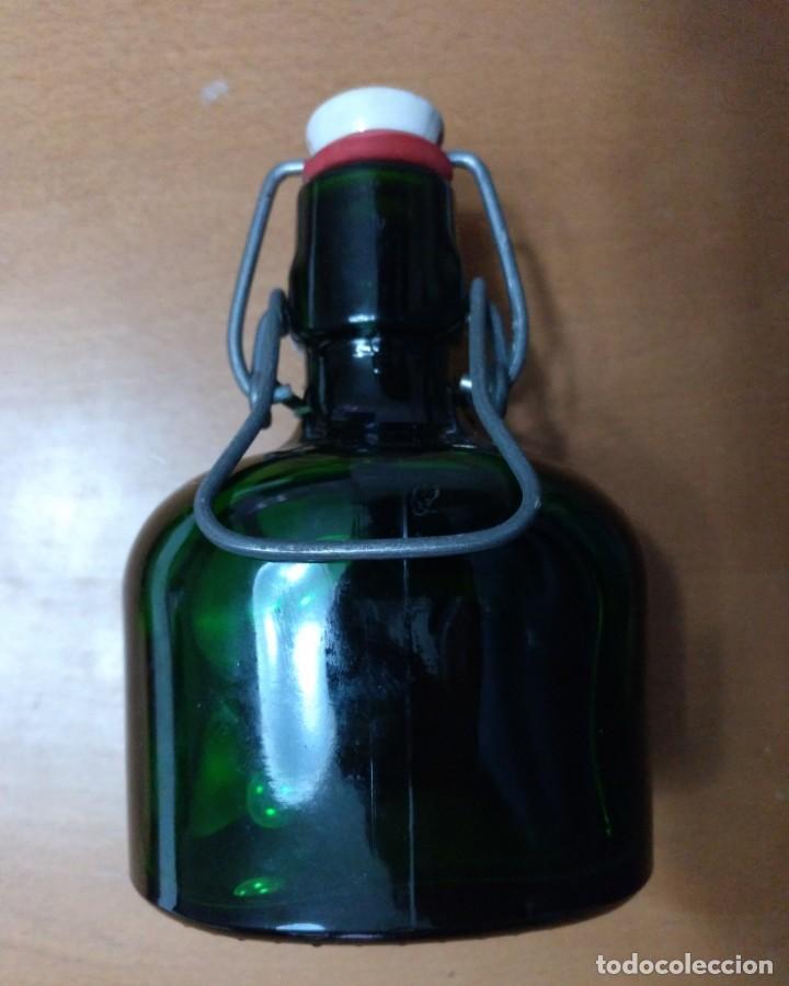 Botellas antiguas: BOTELLA LLENA BROMBEERWEIN F.W. SCHEIDER & CO. WALDBEXE 0,25 L - Foto 2 - 145979562