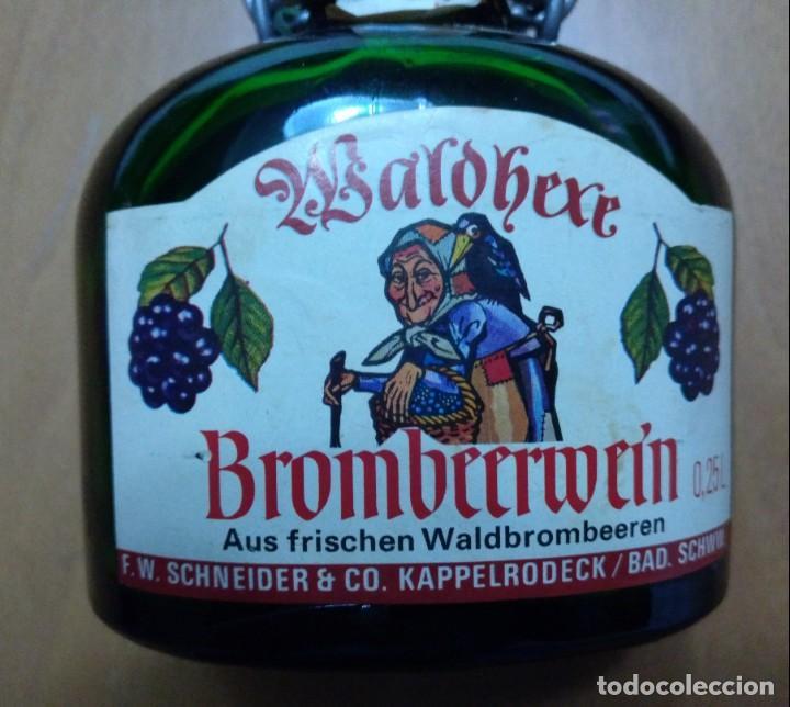 Botellas antiguas: BOTELLA LLENA BROMBEERWEIN F.W. SCHEIDER & CO. WALDBEXE 0,25 L - Foto 5 - 145979562