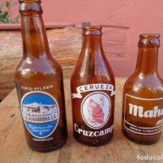 Botellas antiguas: 3 BOTELLAS DE CERVEZA ANTIGUA, ALHAMBRA, CRUZCAMPO, MAHOU. Lote 148795816