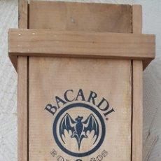 Botellas antiguas: CAJA MADERA RON BACARDI. Lote 147641660