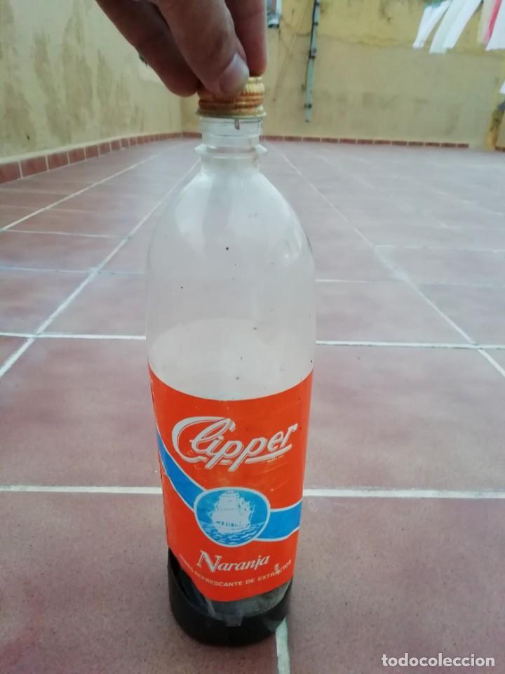 Botellas antiguas: Antigua botella plastico refresco gaseosa clipper gran canaria las palmas tapon rosca metalico - Foto 11 - 148076346