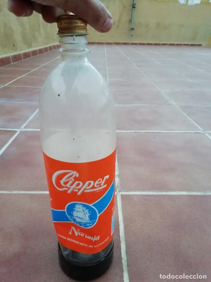 Botellas antiguas: Antigua botella plastico refresco gaseosa clipper gran canaria las palmas tapon rosca metalico - Foto 13 - 148076346