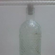 Botellas antiguas: ANTIGUA BOTELLA ANIS VILLENA RICARDO MENOR ANISADOS VILLENA ALICANTE LETRAS EN RELIEVE. Lote 149530838