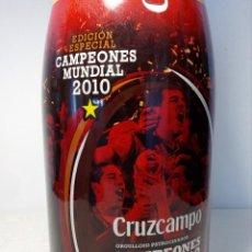 Botellas antiguas: BOTELLA EDICIÓN ESPECIAL (CERVEZA CRUZCAMPO) CAMPEONES DEL MUNDIAL FÚTBOL 2010. Lote 149820394
