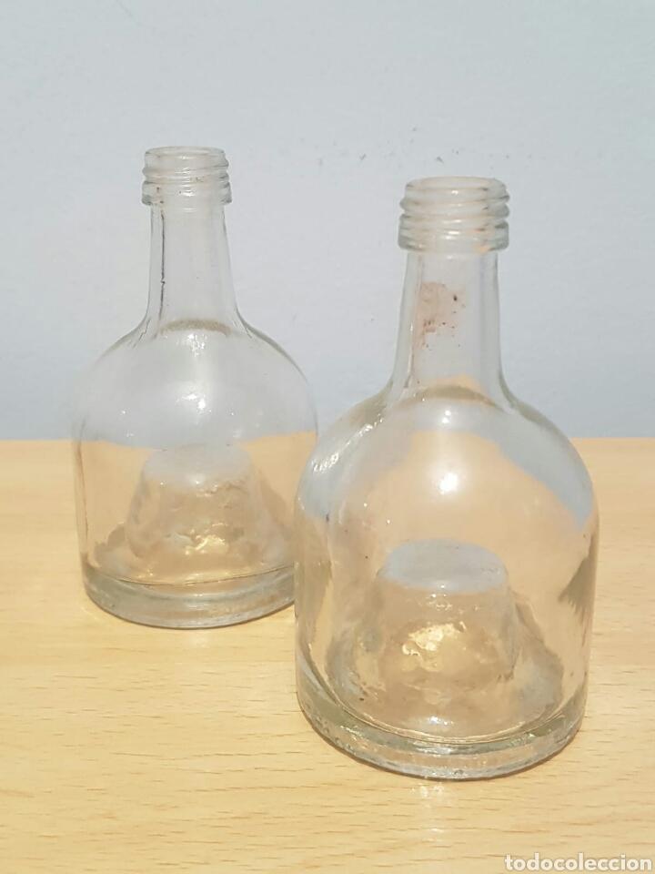 2 PEQUEÑAS BOTELLAS DE CRISTAL ESTILO DAMAJUANA EN MINIATURA (Coleccionismo - Botellas y Bebidas - Botellas Antiguas)