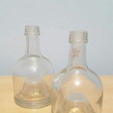 Botellas antiguas: 2 PEQUEÑAS BOTELLAS DE CRISTAL ESTILO DAMAJUANA EN MINIATURA. Lote 151128674