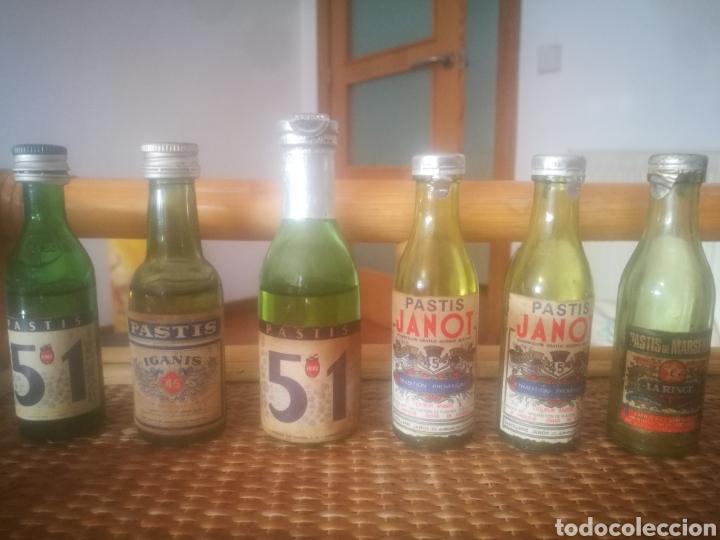 Botellas antiguas: Estupendo lote de + de 70 botellines antiguos todos llenos - Foto 13 - 151845360