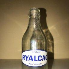 Botellas antiguas: BOTELLA ANTIGUA RYALCAO. Lote 151869722