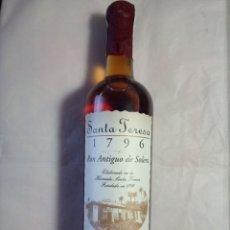 Botellas antiguas: BOTELLA SIN ABRIR DE RON SANTA TERESA 1796.ENVIO 5 EUROS. Lote 152196974