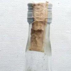 Botellas antiguas: COÑAC TRES LIRAS, ALGEZARES MURCIA, LLENA Y PRECINTADA. Lote 152724846