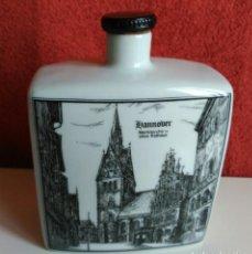 Botellas antiguas: BOTELLA LICOR PORCELANA ALEMANA ALTENKUNSTADT. Lote 153414362