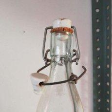 Botellas antiguas: BOTELLA ESPUMOSOS COLON PALENCIA. Lote 154852118