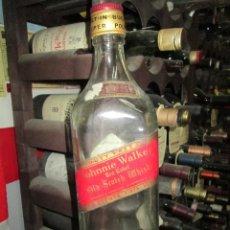 Botellas antiguas: ANTIGUA BOTELLA VACIA, WHISKY,BRANDY,COÑAC, JOHNNIE WALKER DE I.5 LITROS. Lote 159419702