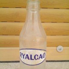 Botellas antiguas: BOTELLA RYALCAO. Lote 161249742