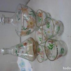 Botellas antiguas: LOTE DE BOTELLAS DE LICOR Y VASOS TODO PINTADO A MANO DEL SIGLO XIX. Lote 162887574