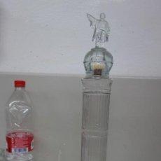 Botellas antiguas: BOTELLA DE CRISTAL DEL MONUMENTO DE COLON DE BARCELONA BOTELLA DE LICOR DE MANRESA . Lote 162900950