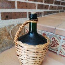 Botellas antiguas: DAMAJUANA FORRADA EN MIMBRE VIRESA 2 LITROS. Lote 163131312