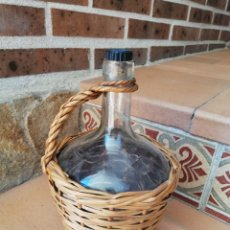 Botellas antiguas: DAMAJUANA FORRADA EN MIMBRE VIRESA 2 LITROS. Lote 163132541