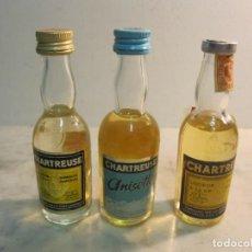 Botellas antiguas: JUEGO DE 3 BOTELLINES DE LA CASA CHARTREUSE DE TARRAGONA. Lote 164186086