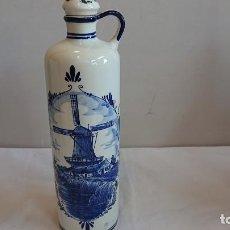 Botellas antiguas: PRECIOSA BOTELLA DE BLUE BOLS HOLANDESA DELFTS PINTADA A MANO. Lote 165861390